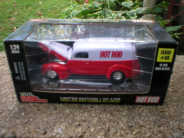 RACING CHAMPIONS 1:24 1940 FORD SEDAN DELIVERY