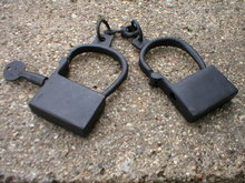 ANTIQUE VINTAGE STYLE CAST IRON HAND CUFFS H