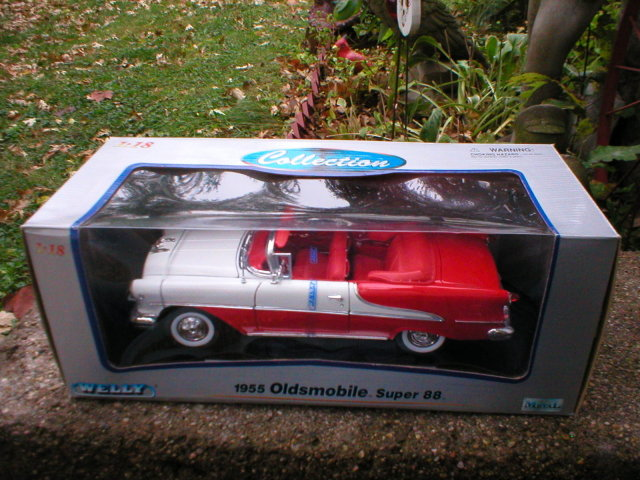 1955 1:18 DIECAST OLDSMOBILE SUPER 88 CONVERTIBLE O