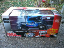 RACING CHAMPIONS 1:24 1932 FORD ROADSTER