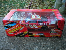 RACING CHAMPIONS CHEEZE-IT 1:24 LARRY PEARSON