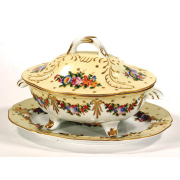 PORCELAIN TUREEN WITH UNDERPLATE T