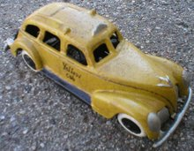 TAXI  YELLOW CAR CAST IRON  IRONWARE DECOR T