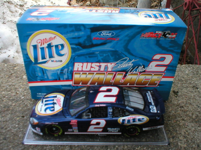 RUSTY WALLACE 1:24 MILLER LITE 2002 TAURUS ACTION