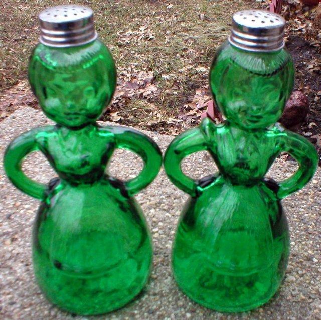 LADY SALT PEPPER ONE SET GREEN SPICE SHAKER