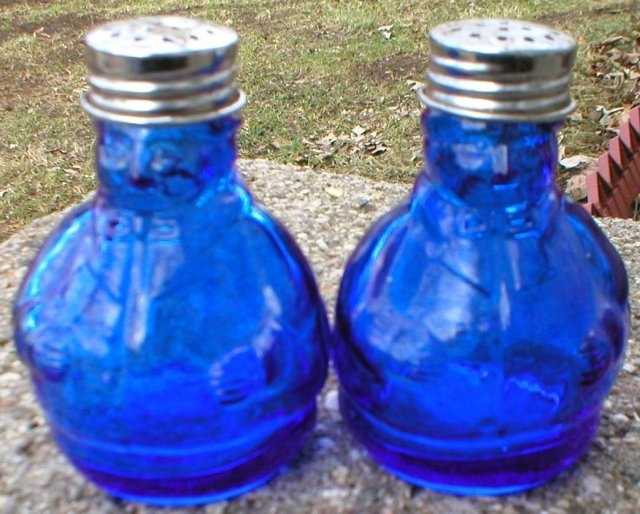 COBALT BLUE CHEF GLASS SALT & PEPPER SHAKERS B