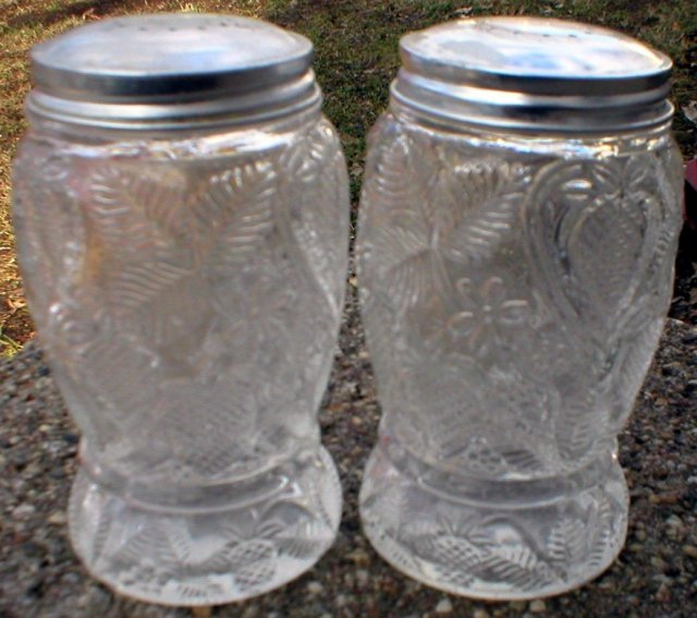 CLEAR STRAWBERRY GLASS SALT & PEPPER SHAKERS C