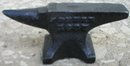 J DEERE ANVIL SMALL CAST IRON