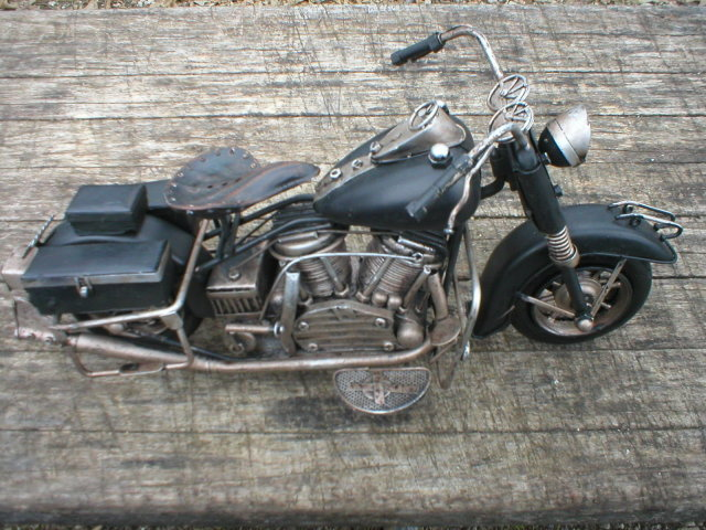 BLACK TIN METAL MOTORCYCLE