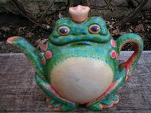 FROG TEAPOT DOORSTOP CAST IRON