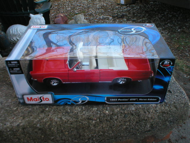 1965 1:18 DIECAST ORANGE PONTIAC GTO CONVERTIBLE