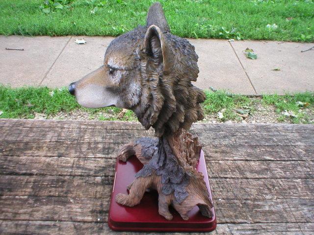 WOLF HEAD TREE STUMP FIGURINE RESIN