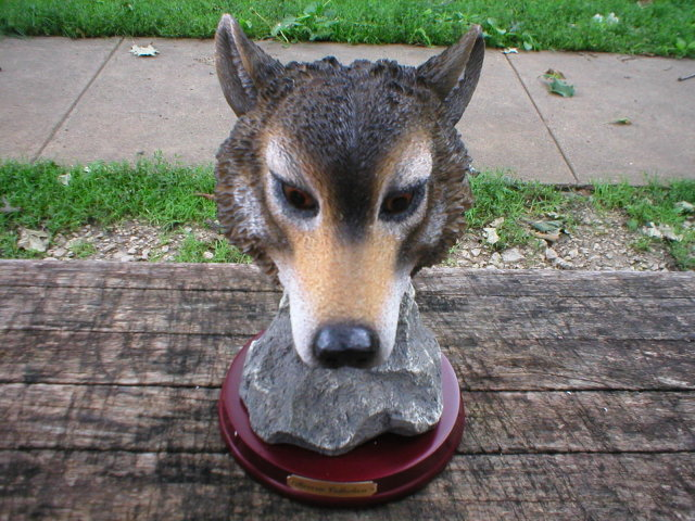 WOLF HEAD FIGURINE RESIN