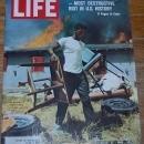 Life Magazine August 27, 1965 Los Angeles Riots on cover/Walter Keane/Fellini
