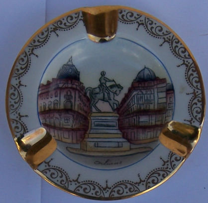 Limoges Ashtray with Orleans in Center and Gold Trim