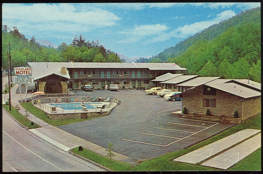 Postcard of Highland Motel, Gatlinburg, Tennessee