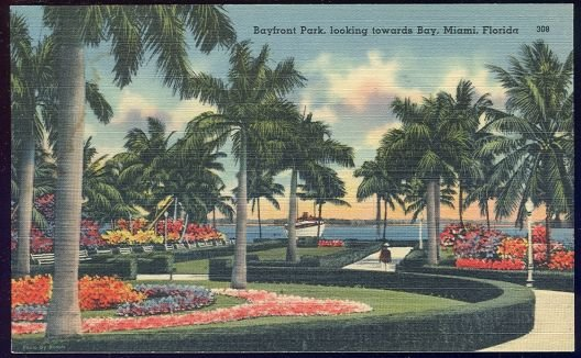 Postcard of Bayfront Park, Looking Towards Bay, Miami Florida