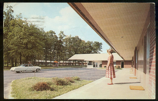 Postcard of The Oaks Motel, Greensboro, North Carolina