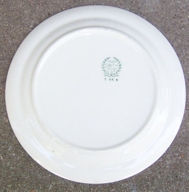 Taylor Smith Taylor Small Plate with Floral Garland