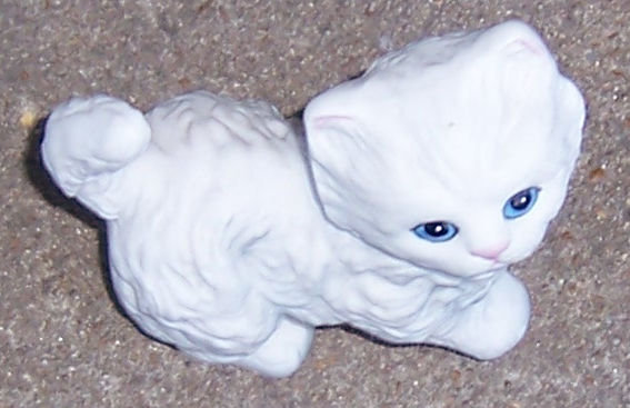 HOMCO Japan White Fluffy China Cat With Blue Eyes