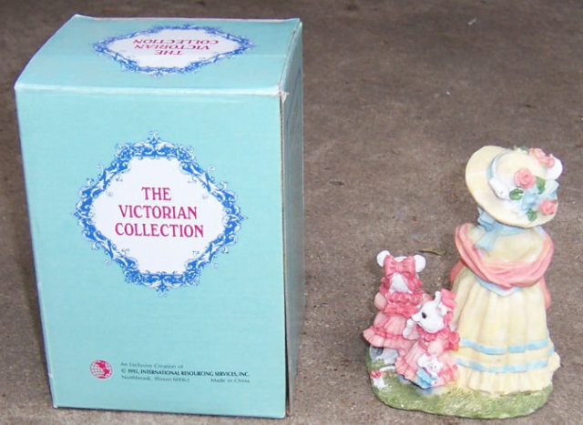Mrs. Minnie Cheesebits Victoiran Collection 1995