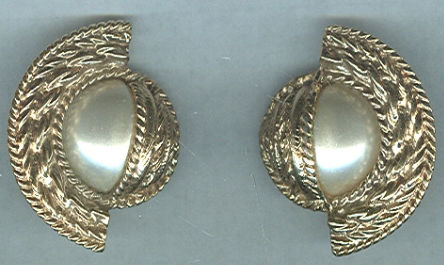 Vintage Gold Tone and Pearl Clip On Earrings