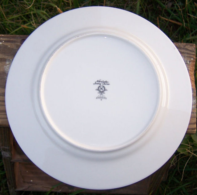 Noritake China Adagio Design Dinner Plate