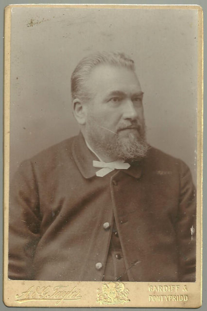 Cabinet Photograph of Man In Suit and Tie From Cardiff