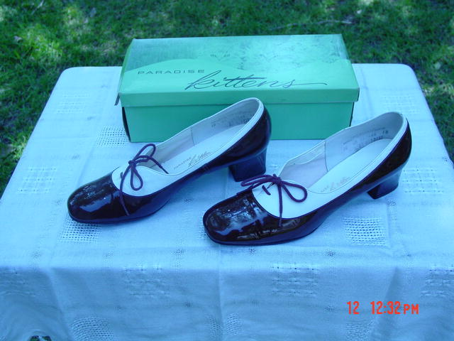 Vintage Chocolate Patent Leather & White Leather Paradise Kitten Shoes Size 10AA