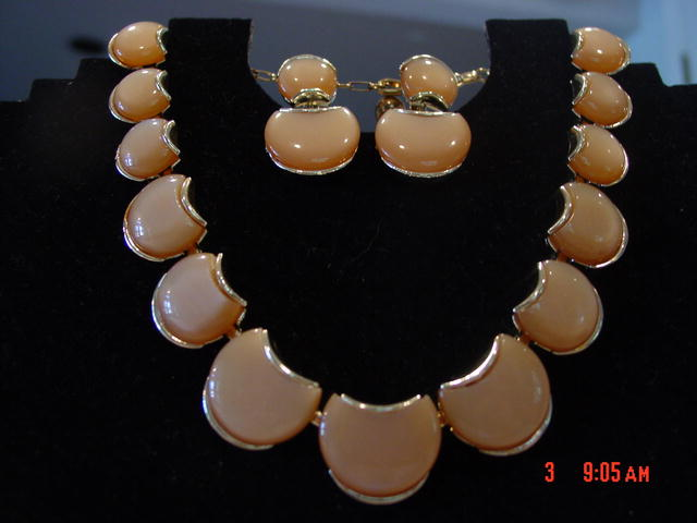 Vintage 50's Cream Colored Thermoset Lucite Moonglow Demi Parare Necklace & Earrings