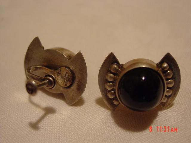 Mexico Silver & Black Glass (Onyx?) Screwback Earrings