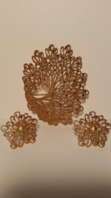 Monet Gold Coral Shaped Brooch & Clip Earrings