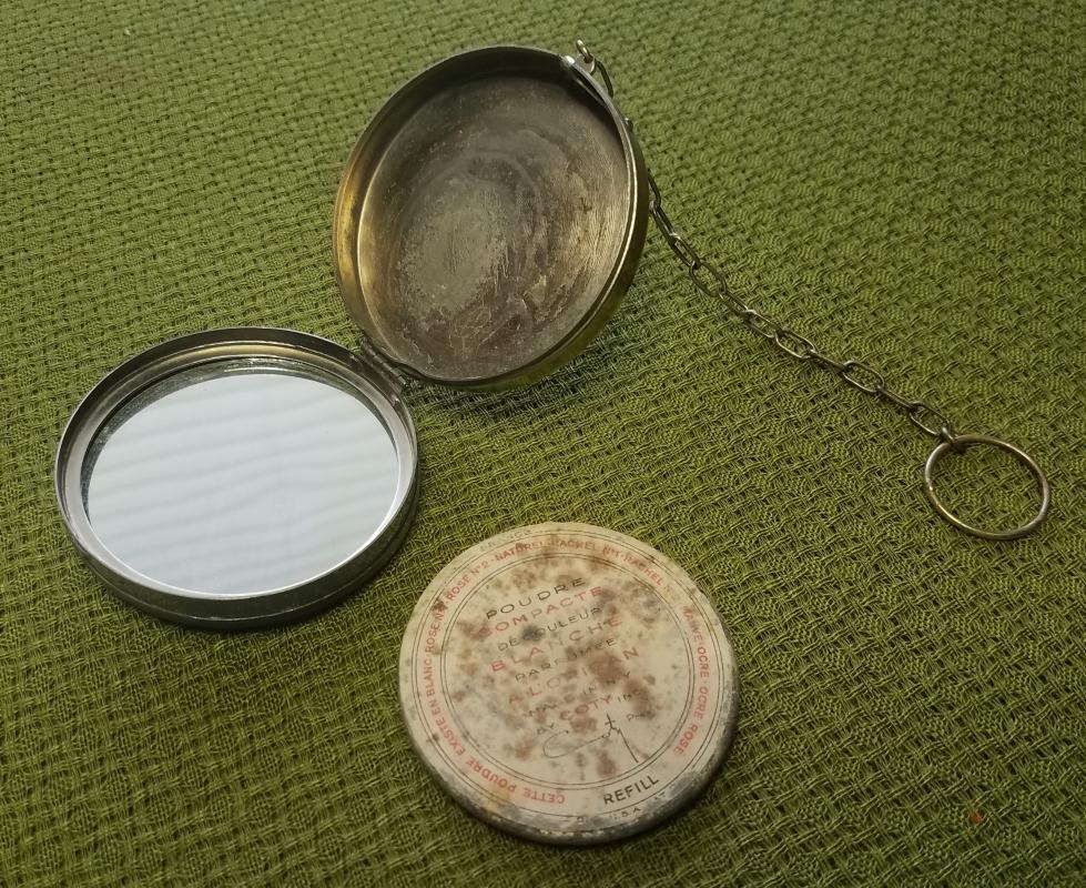 Antique Round Guilloche Enamel Necessaire' Powder Dance Compact with Finger Ring