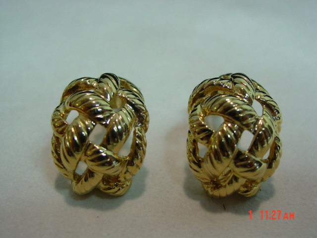 Erwin Pearl Gold Clip Earrings