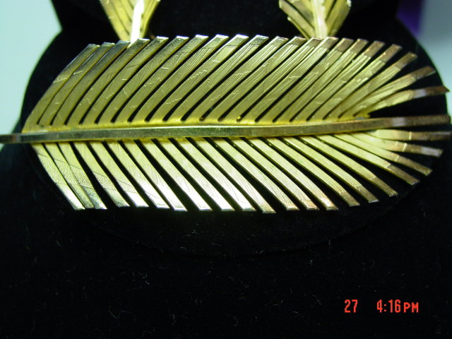 Goldtone Giovanni Fern Leaf Brooch Pin & Clip Earrings