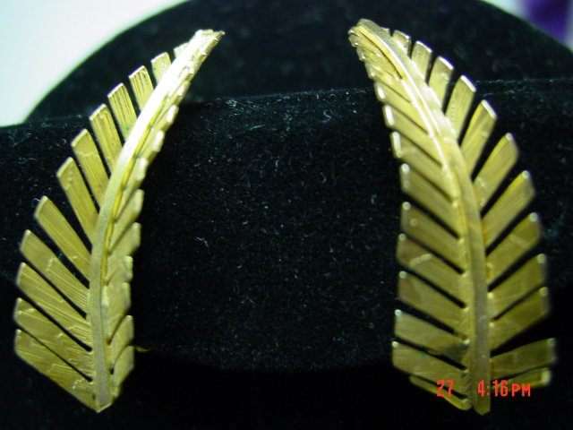 Goldtone Giovanni Fern Leaf Brooch Pin & Clip Earrings