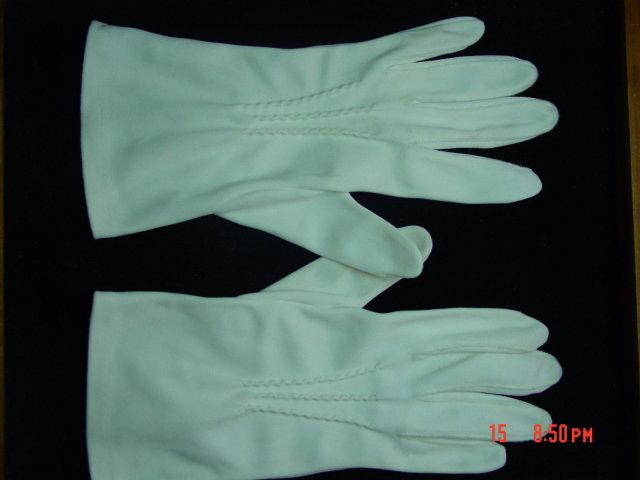 Vintage White Cotton Ladies Gloves