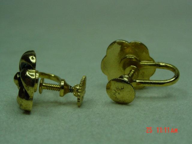 Marino Gold Flower Screwback Earrings