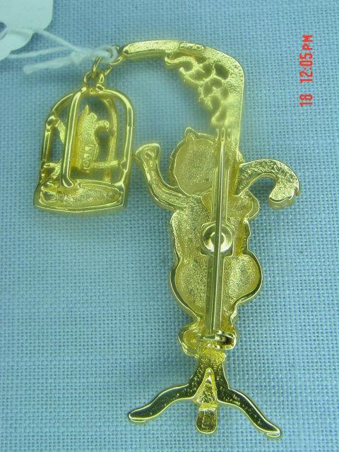J.J. Jonette Jewelry Gold Cat & Bird Pin