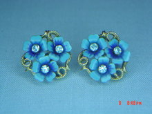 Avon Blue Forget-Me-Not Flower Clip Earrings