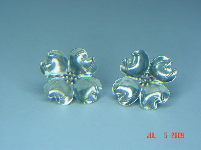 Vintage Stuart Nye Sterling Silver Dogwood Screwback Earrings