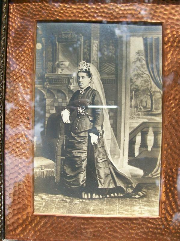 Victorian/Arts & Crafts Frame with Photo