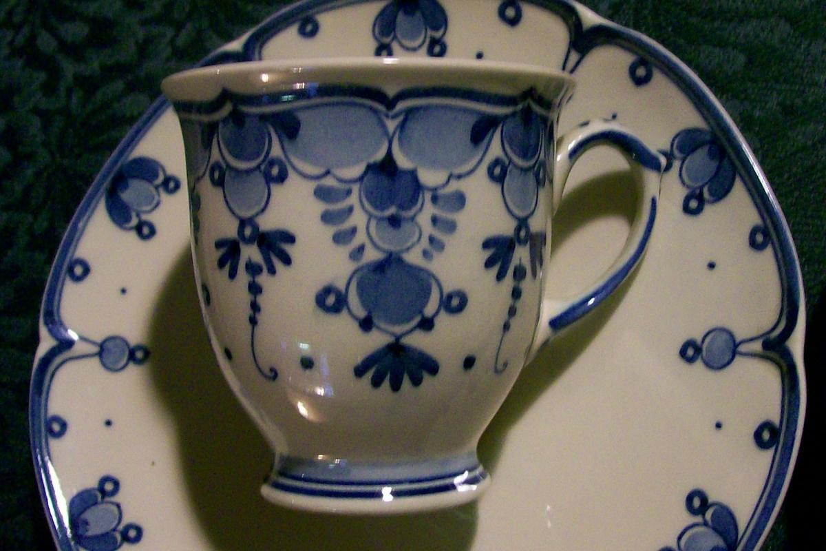Zenith Gouda Delfts Blue Ceramic Demitasse Cups & Saucers #1022