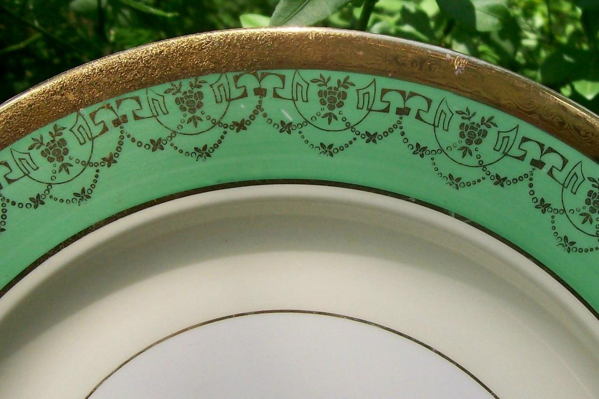 Le Mieux Gold Encrusted Ceramic Plate Three Women Center Medallion Green Band
