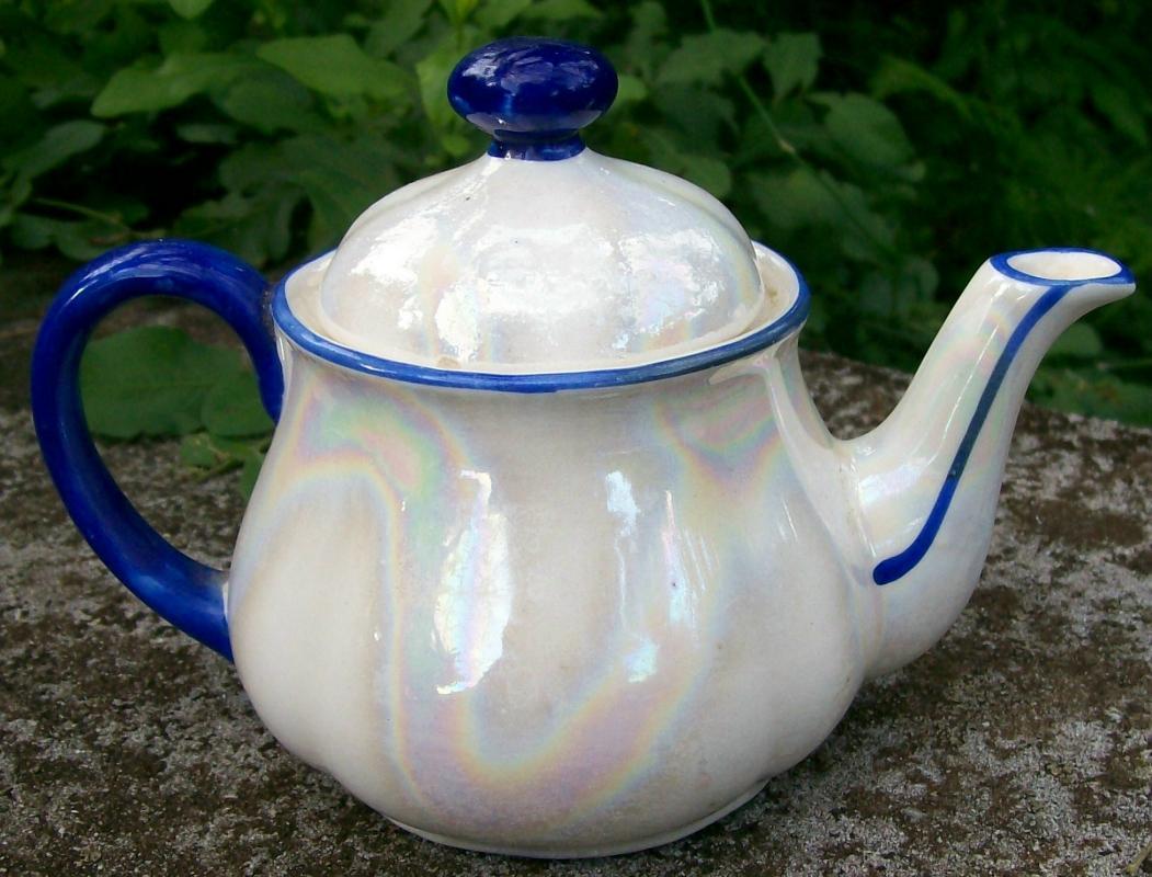 Czechoslovakian Teapot: Soap Bubble Luster/ Cobalt Trim