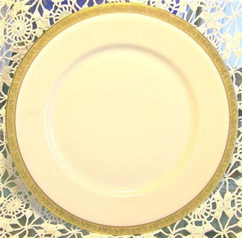 Royal Bayreuth Gold Encrusted Ceramic Plate: ROB24 Grapevine Motif