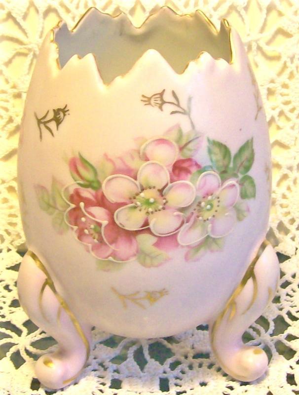 Pink Ceramic Egg Vase with Flower Decoration Ca. 1950's 4.75