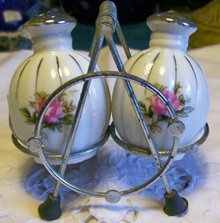 S&P: Rose Decal with Platinum Trim: Wire Holder