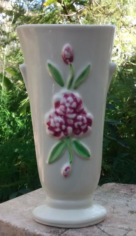 Shawnee Vase #1257 Magenta Flower/Green Leaves 6.75