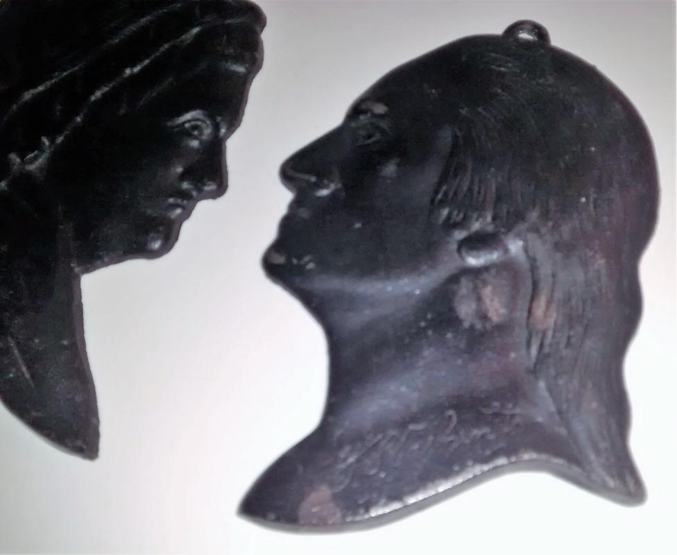 Virginia Metalcrafters Cast Iron Silhouette Plaque Pair George & Martha Washington